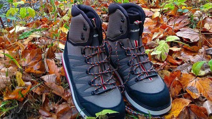 Nové brodící boty u podzimní řeky