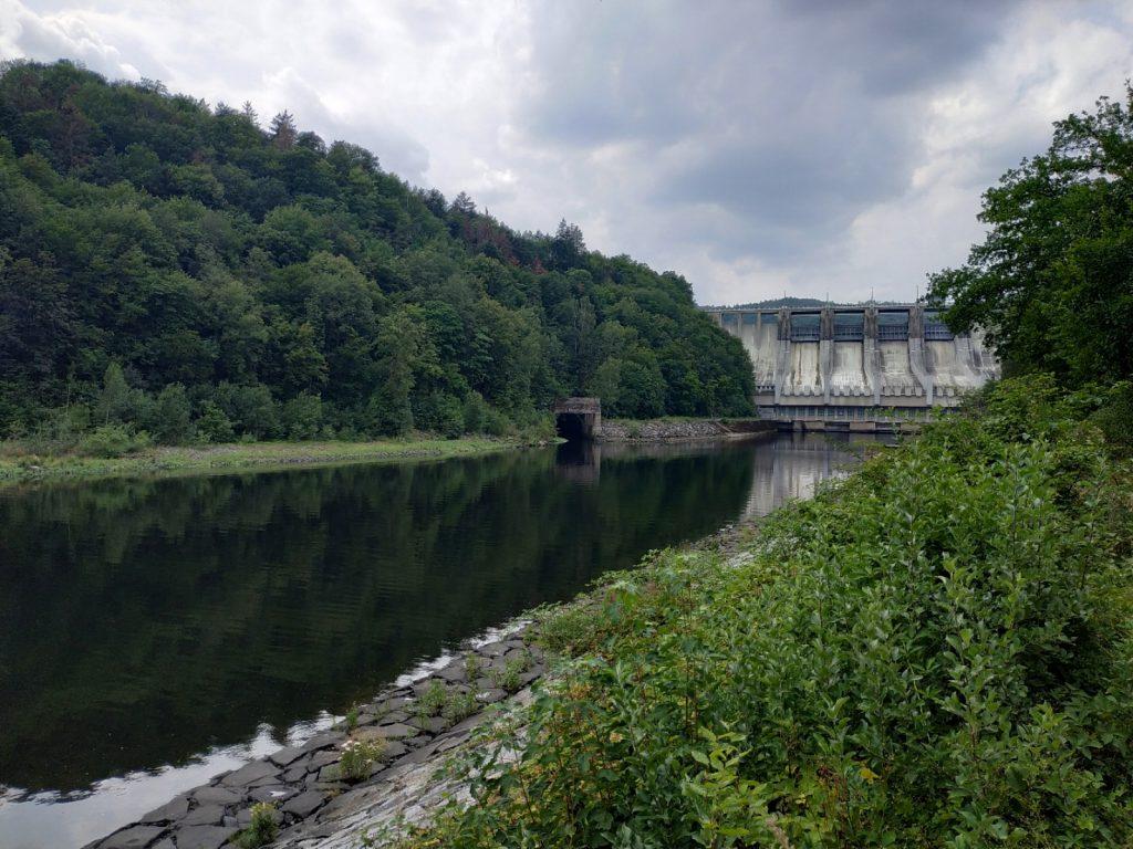 Pod hrází slapské přehrady začíná UN Štěchovice s celoroční přívlačí