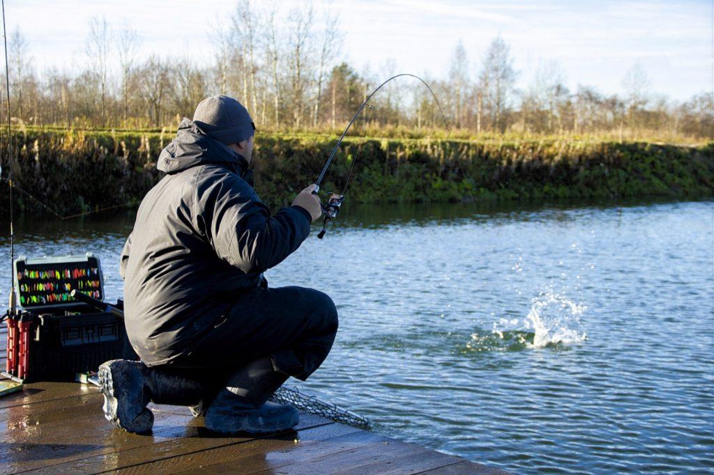 na plandavky se chytá zejména na stojaté vodě. Používají se pruty na pstruhy