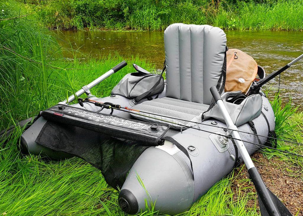 Lov z belly boatu vám dá svobodu rybaření. Belly boat recenze vám umožní si správně vybrat